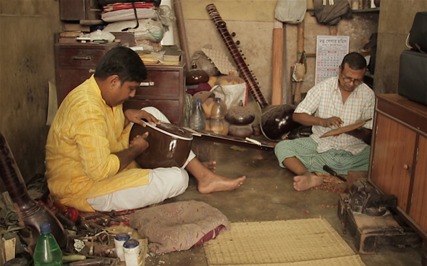 Instrument making, the Sitar